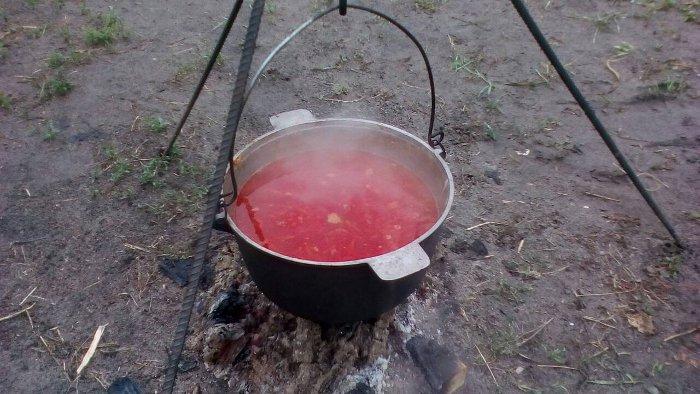 Приготування їжі біля вогнища