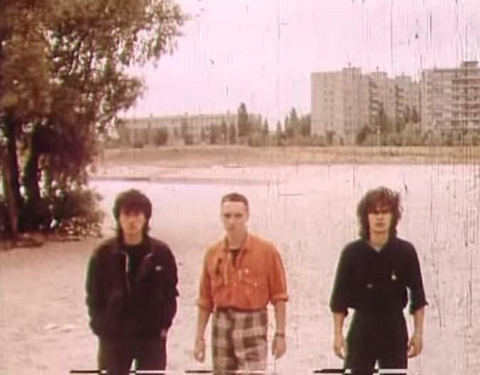 Кадр з фільму біля того самого дерева