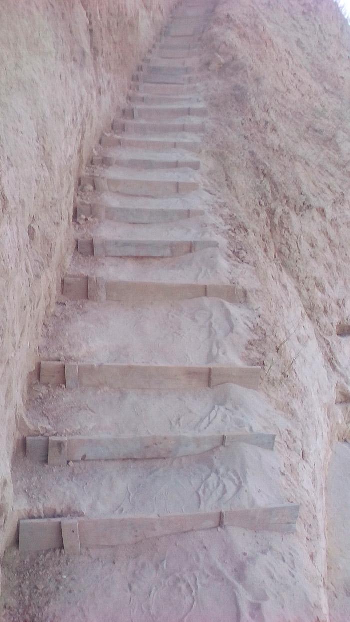 Сходи до моря біля маяку «Будаки»