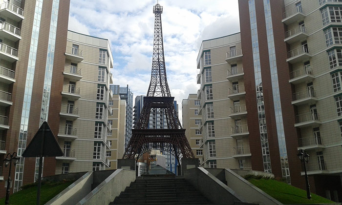 Ейфелева вежа в Києві
