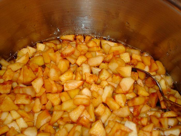 Карамелізовані яблука готові