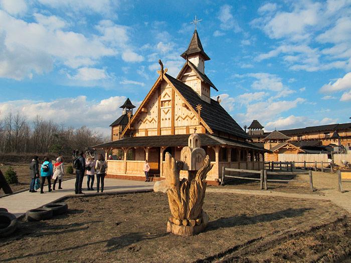 Місцева дерев'яна церква