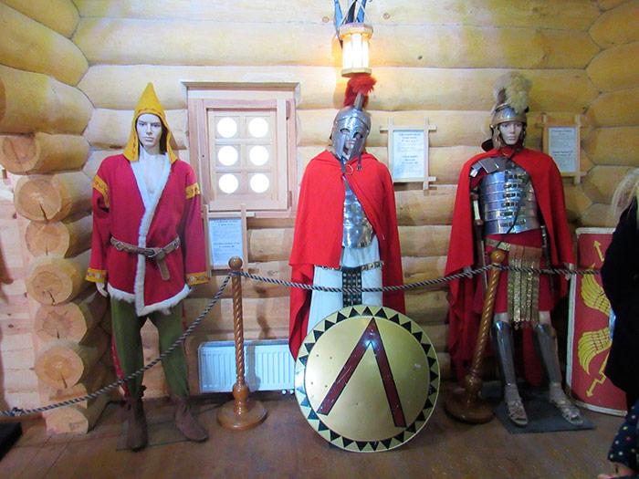 Всередині музею історичного костюму