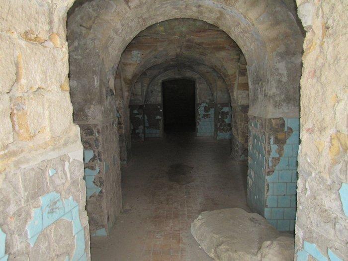 Арочний ансамбль у підвалі