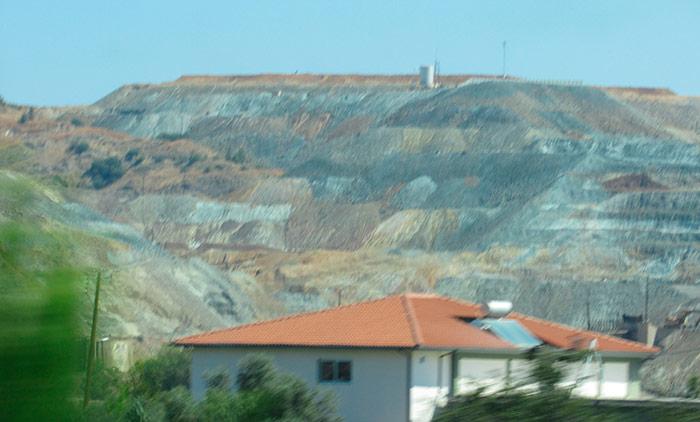 Гори, де добувають корисні метали