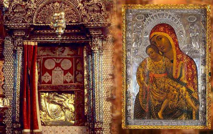 Кіккська Ікона Божої Матері закрита покрівцем і її копія поруч