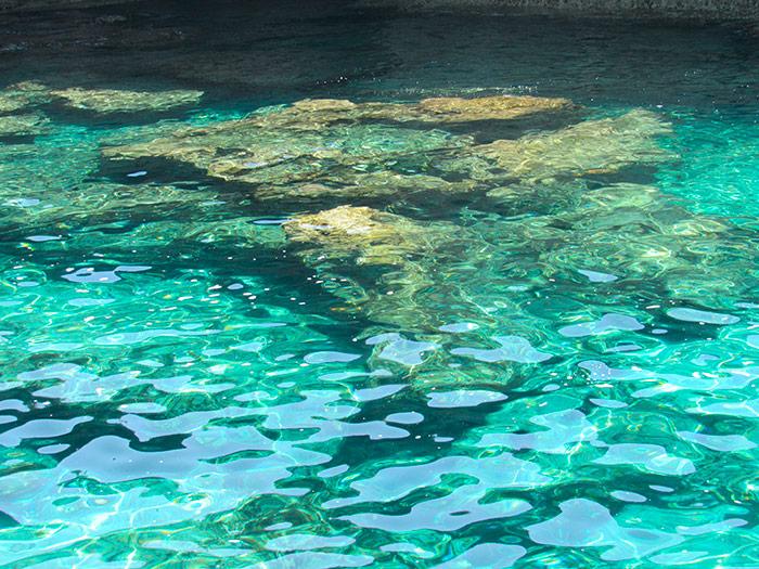 Смарагдовий колір води