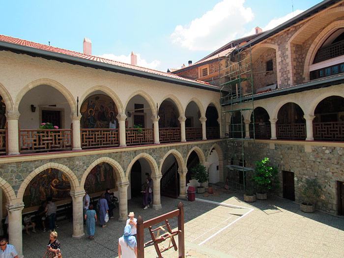Внутрішня територія монастиря