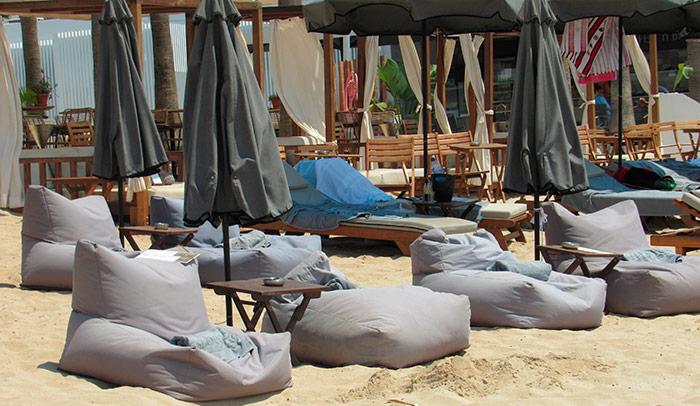 Зона відпочинку на пляжі Ніссі
