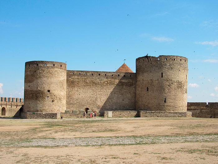 Цитадель – зліва башта-темниця, з права – комендантська башта