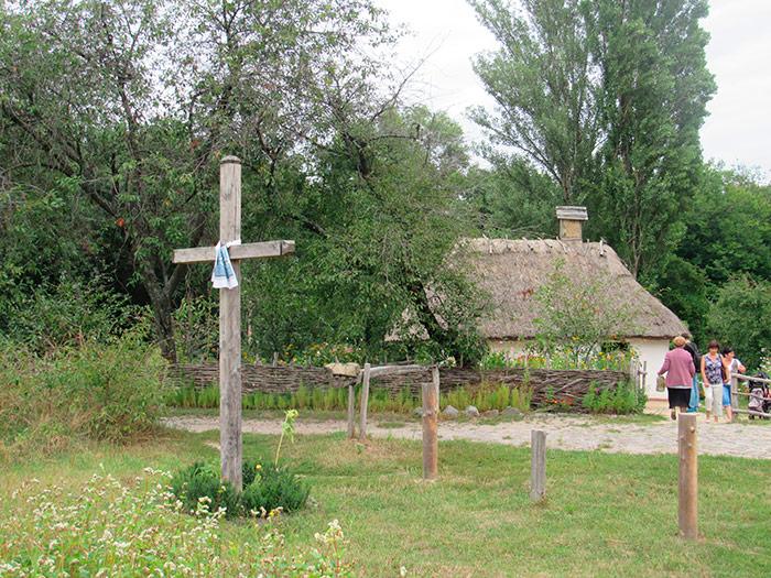 Хрест на вході до села