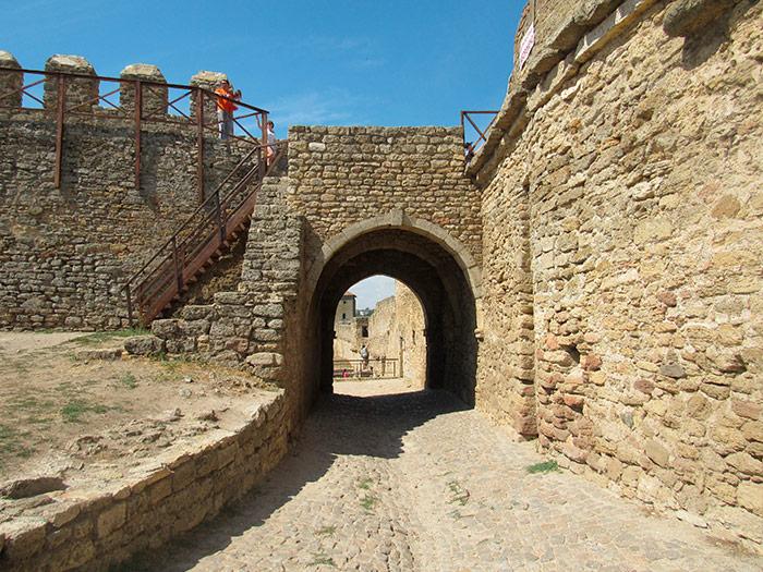 Кам'яні тунелі