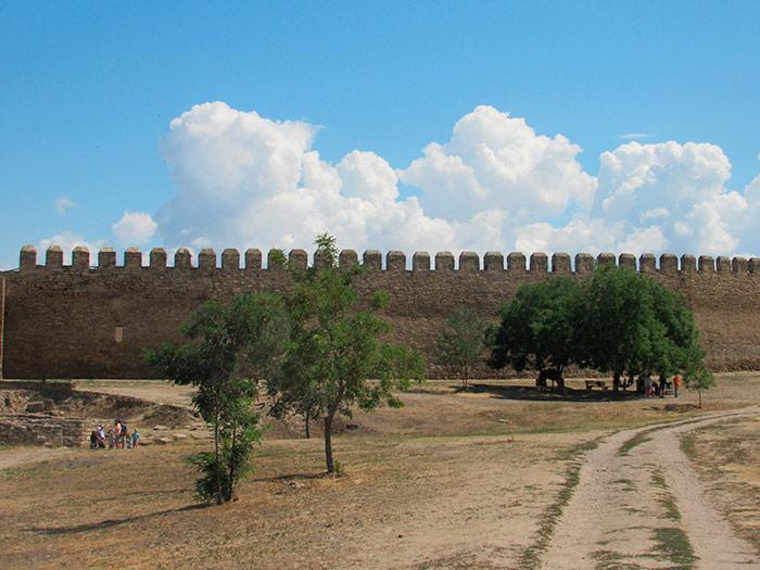 Нескінченні стіни фортеці