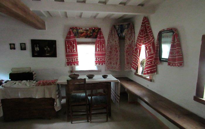 Одна з кімнат хати заможного селянина