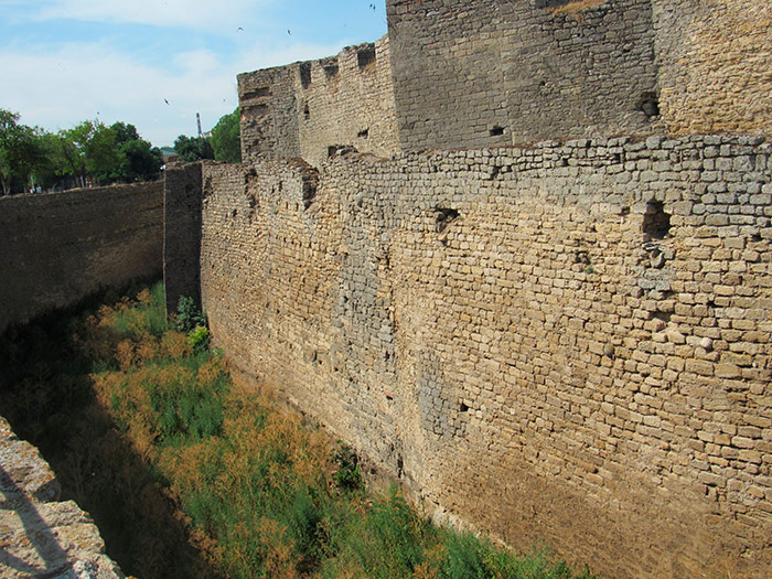 Рів навколо фортеці