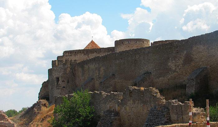 Стіни фортеці та залишку барбакану