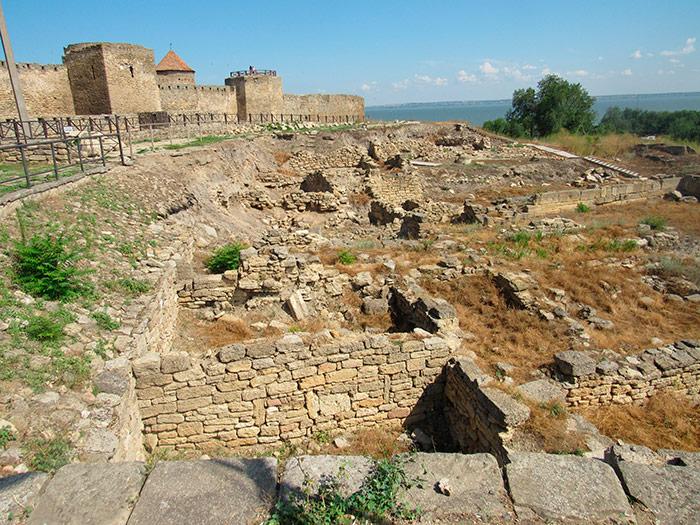 Зовнішня стіна фортеці за розкопками