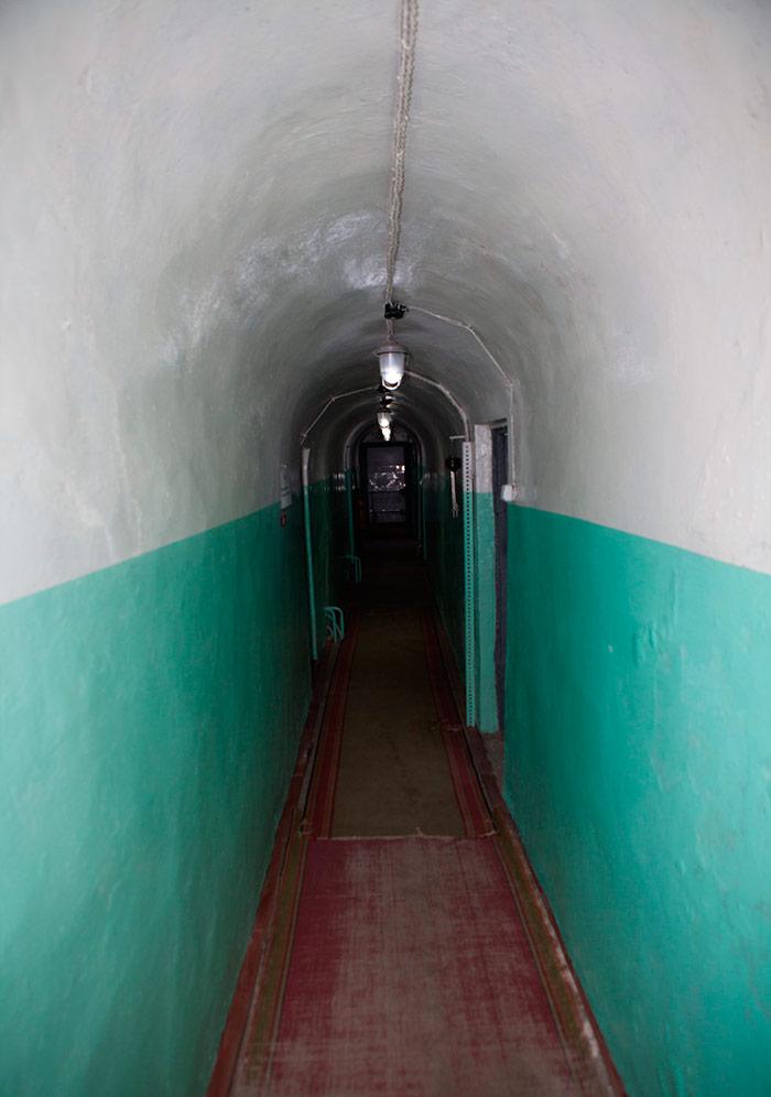 Коридор в приміщені бункеру