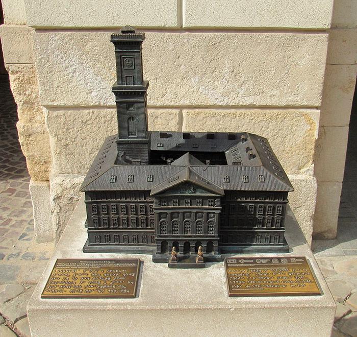 Макет Ратуші на вході