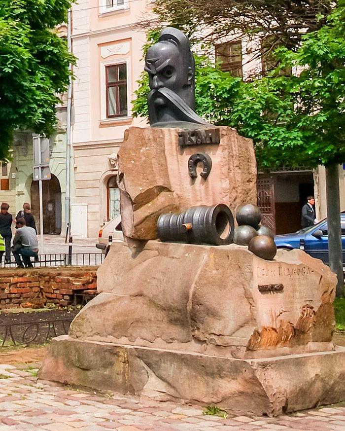 Пам'ятник Івану Підкові