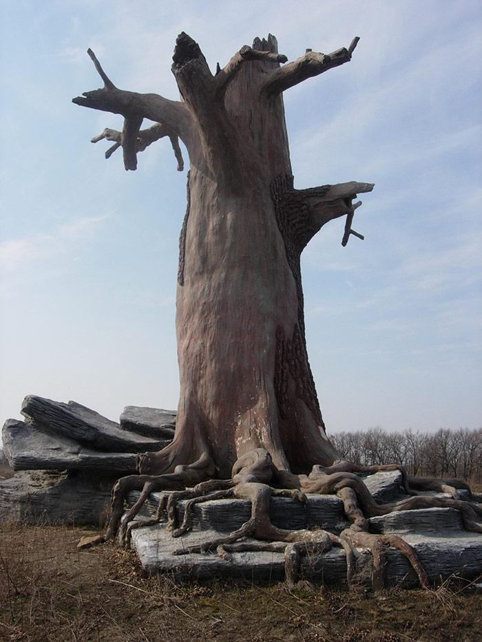Скульптура «Дерево»