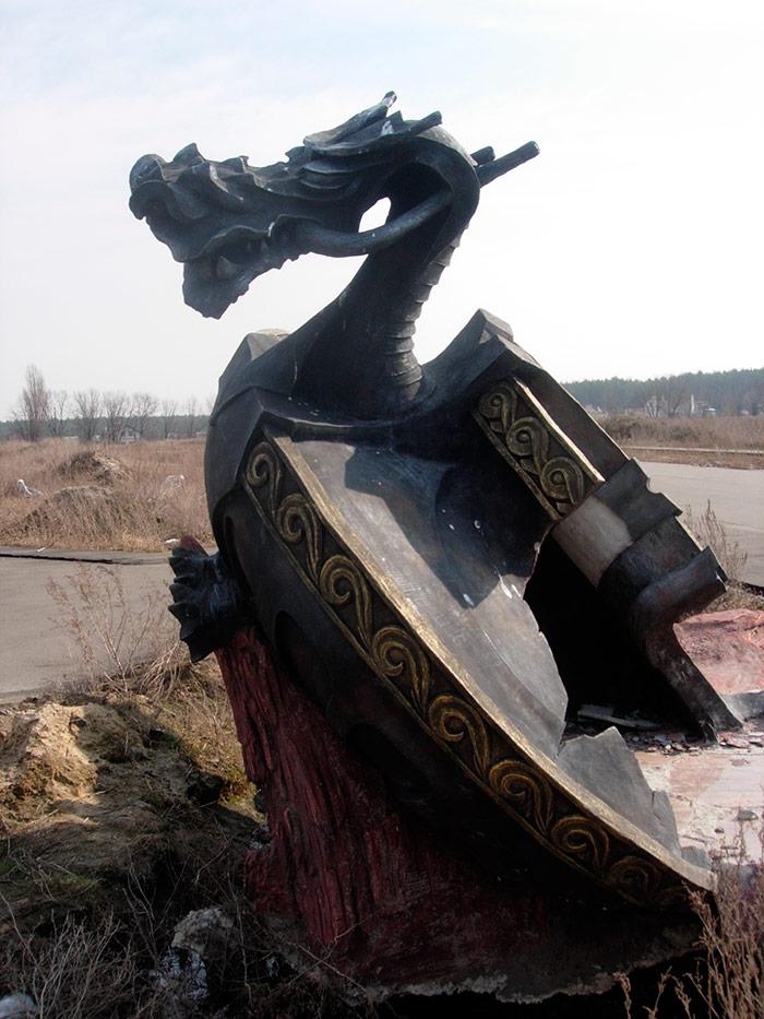 Тарілка з драконом