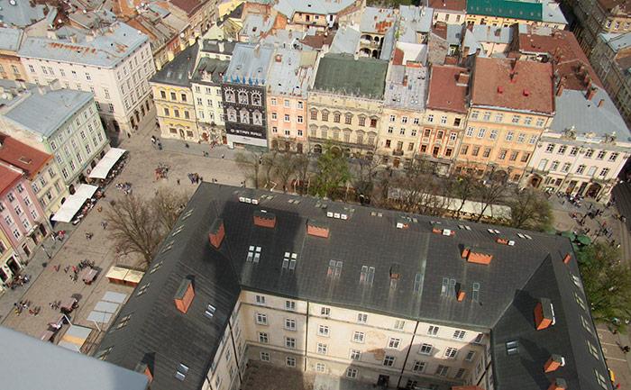 Вид на площу Ринок з башти Ратуші
