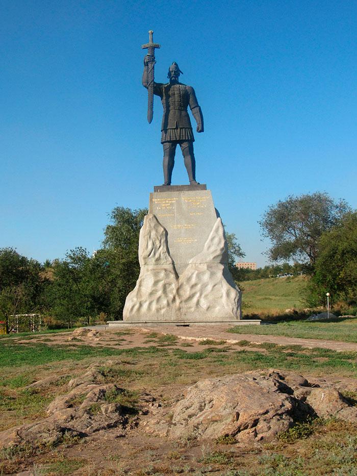 Пам'ятник князю Святославу Ігоревичу