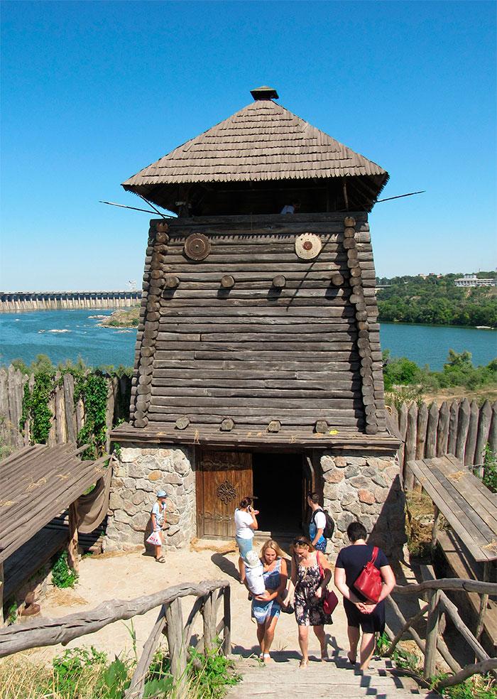 Вежа над Дніпром