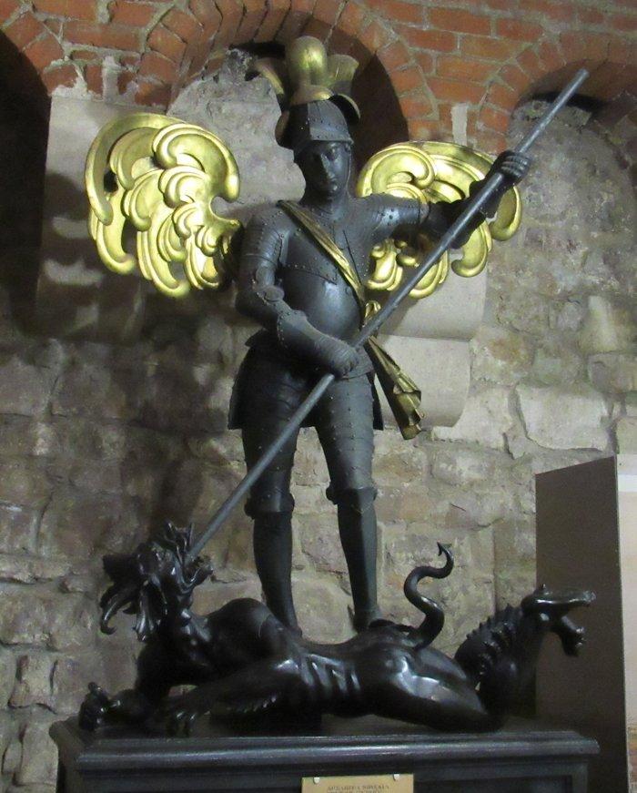 Михайло-архангел вражає сатану
