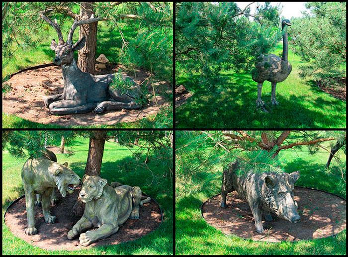 Скульптури звірів в деревах