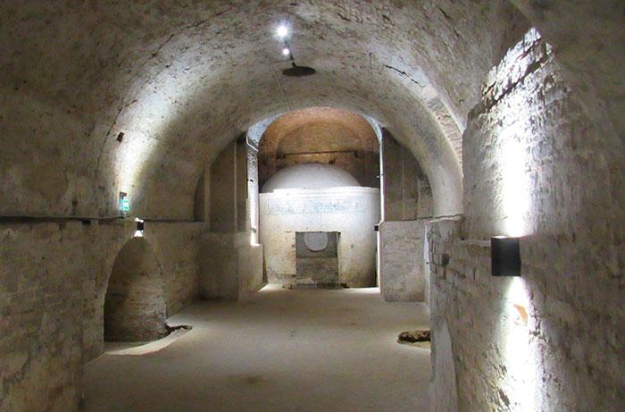 Кімната з гробницею Магдалени Тализіної