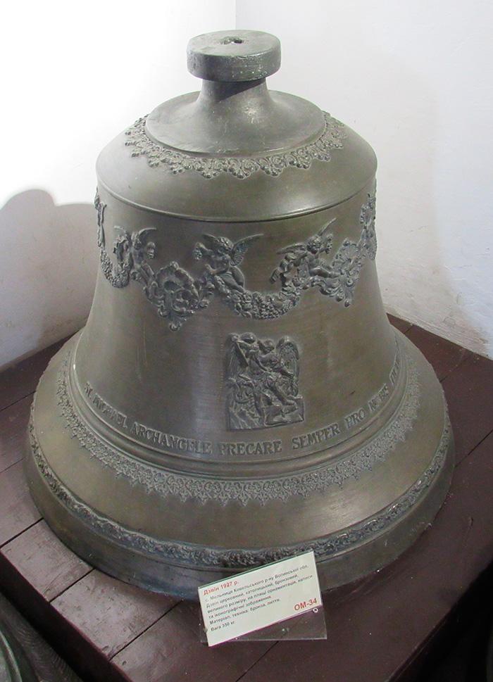 Католицький церковний дзвін вагою 350 кг