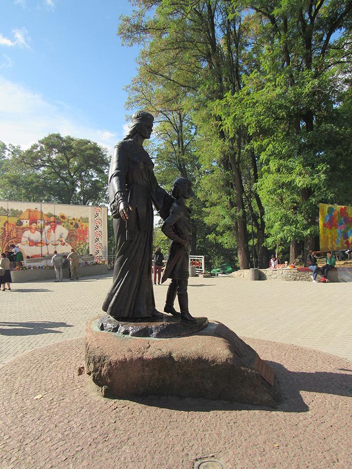 Княгиня Малуша та її син князь Володимир