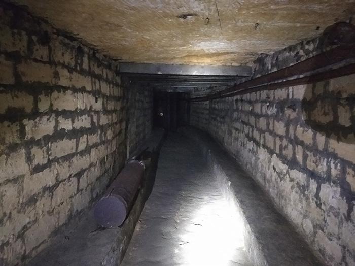Коридор на початку катакомб