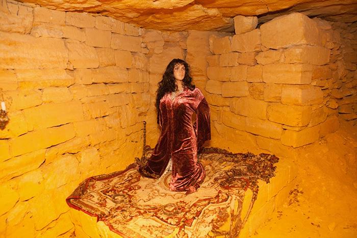 Полонянка в катакомбах