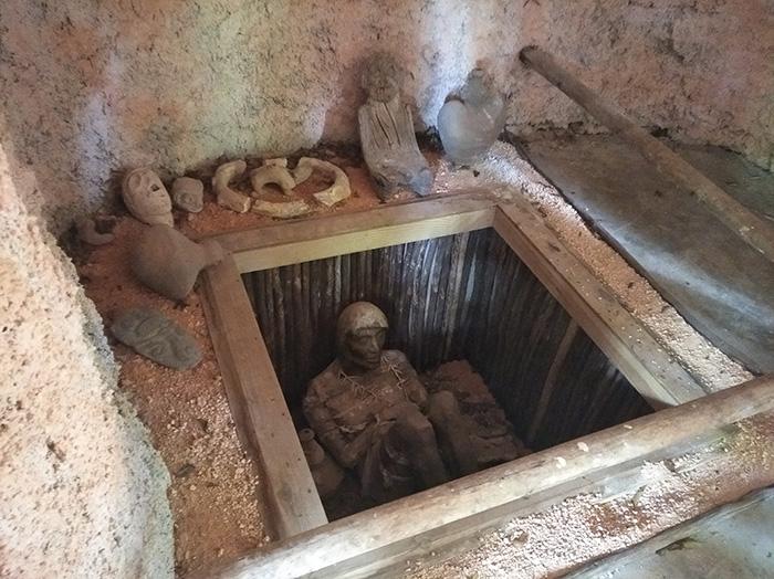 Сучасні розкопки гробниці касика