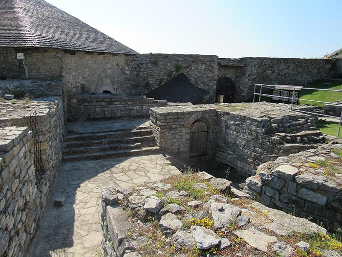 Фундаменти Чорної башти