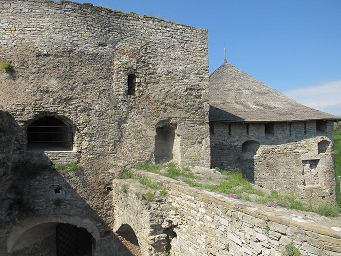 Потужні стіни фортеці