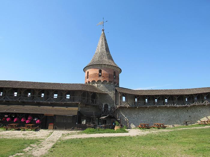 Тенчинська башта і стіни фортеці