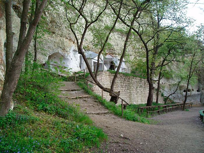 Вхід до залишку печер