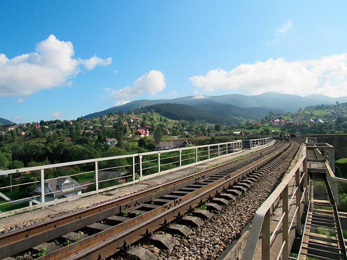 Залізнична колія на новому мосту
